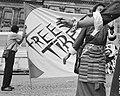 """FREE TIBET"" flag with Tibetan women protesting the occupation of Tibet in Dam Square, Amsterdam on 26 July 1989, from- Protest op de Dam in Amsterdam van Tibetanen tegen de Chinese bezetting van Tibe, Bestanddeelnr 934-4865 (cropped).jpg"