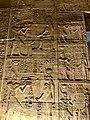 Égypte, Île Agilka, Complexe de Philae, Temple d'Isis, Salle hypostyle ou naos, bas-relief (49757375693).jpg