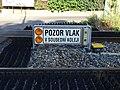 Černošice, Pozor vlak v sousední koleji.jpg