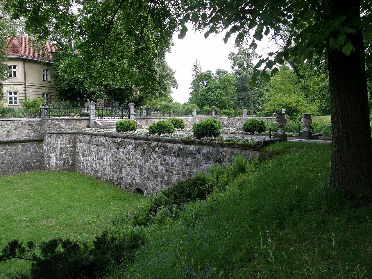 Łańcut palace - south bridge.jpg