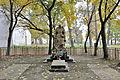 Братська могила радянських воїнів і пам'ятник воїнам-односельчанам, с. Моквин, смт. Першотравневе.jpg