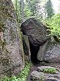 """Выборг, парк Монерпо, """"пещера"""" в камнях - panoramio.jpg"""