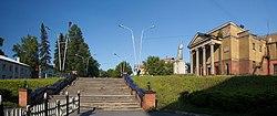 Лестница от драматического театра и кинотеатр им. Островского, 7 июня 2009 г..jpg