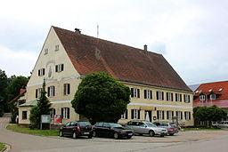 ehemaliges Rathaus - jetzt Gaststaette Freudenhaus - in Kleinberghofen