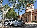 037 Plaça del Cementiri (Valls), al fons portal d'entrada al recinte.jpg