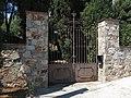 093 Can Moles (Premià de Dalt), portal del recinte, cra. de Premià de Mar 125.jpg