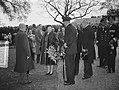 100 jaar KIM Den Helder bezoekdag koningin Juliana. De vorstin wordt voorgesteld, Bestanddeelnr 906-7891.jpg