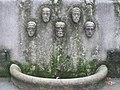 1140 Linzer Straße 128 - Blathof - Brunnen mit wasserspeiende Masken (links) von Wilhelm Frass 1925 IMG 5770.jpg