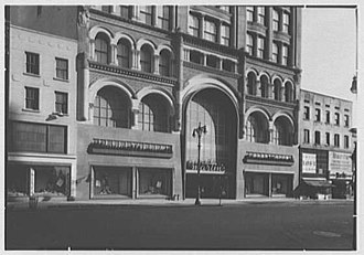 Martin's (New York) - Martin's Fulton Street storefront with updated exterior, February 1947, Gottscho-Schleisner Collection (Library of Congress)