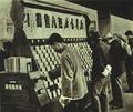 195202 1952年新华书店上海北站无人售票.png