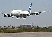 Prototip A380: 27 Nisan 2005, ilk uçuşun sonunda Toulouse-Blagnac Havaalanı´na inişte