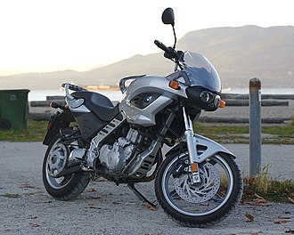 BMW F650CS - Image: 2002 BMW F650CS 3 4 view