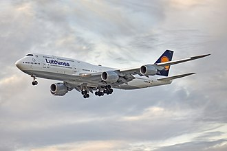 A Lufthansa 747-8 747-8i Lufthansa on final approach at SBGR.jpg