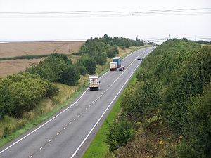 A605 road - The A605 climbs two hills just west of the A1(M) with crawler lanes in both directions