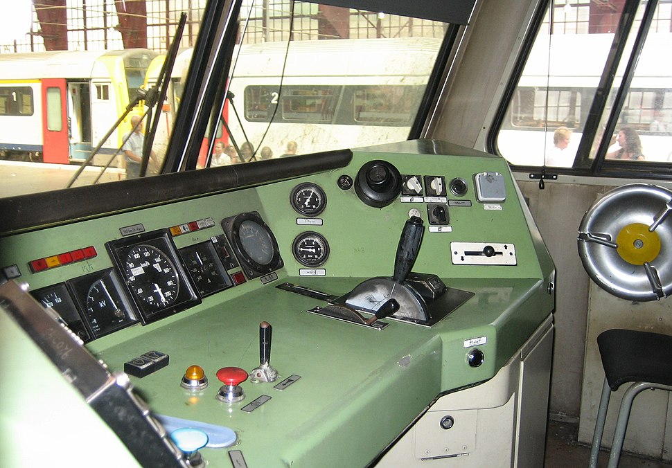 AM82 - train interior - antwerpen - belgium