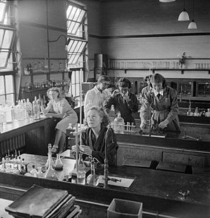Kendrick School - Students in the science laboratory at Kendrick in 1945