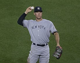 Aaron Judge throwing (36250907173).jpg