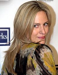 Aimee Mullins portrait 2009.jpg
