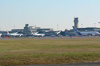 Airbur A380 at YUL By Alexcaban [CC-BY-SA-3.0 (http://creativecommons.org/licenses/by-sa/3.0)], via Wikimedia Commons