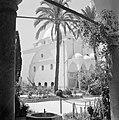 Akko. El Jezzar moskee ingangspartij gedekt door koepels en een deel van het vo, Bestanddeelnr 255-2526.jpg