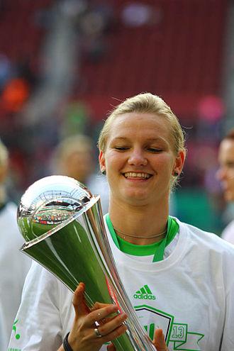 Alexandra Popp - Popp with the DFB-Pokal trophy in 2013.