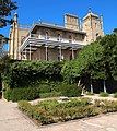 Alupka castle yard3.jpg