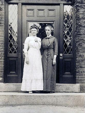 Annie Jump Cannon - Cannon with Henrietta Swan Leavitt, 1913