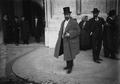 António Luís Gomes, ministro do Fomento do I governo provisório da República, à entrada dos Paços do Concelho, 1911.png