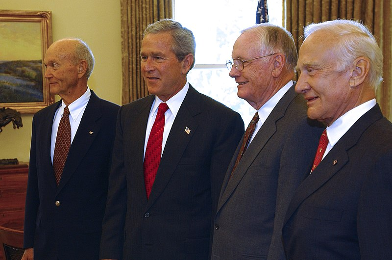 File:Apollo 11 - Crew at the White House.jpg