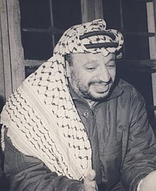 keffiyeh. yasser arafat wearing his iconic fishnet pattern keffiyeh in 1974 wikipedia