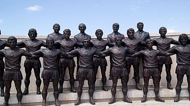 Ararat-73 team sculpture, Yerevan.jpg
