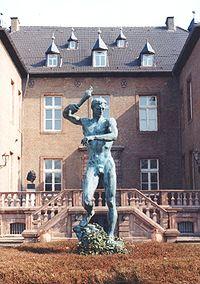 Ο Προμηθέας. Άγαλμα του Άρνο Μπρέκερ.