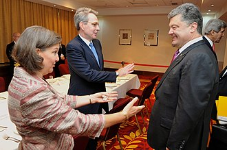 Russian military intervention in Ukraine (2014–present) - US officials Assistant Secretary Nuland and Ambassador to Ukraine Pyatt greet Ukrainian President Petro Poroshenko in Warsaw on 4 June 2014