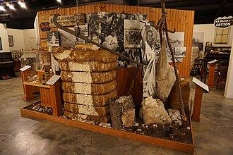 Audie Murphy American Cotton Museum - Image: Audie Murphy American Cotton Museum July 2015 28 (Hunt County cotton exhibit)
