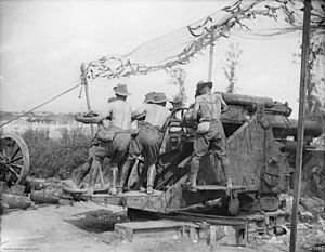 2nd Siege Artillery Battery (Australia) - Image: Australian 9.2inch Howitzer Gunners Ramming The Shell