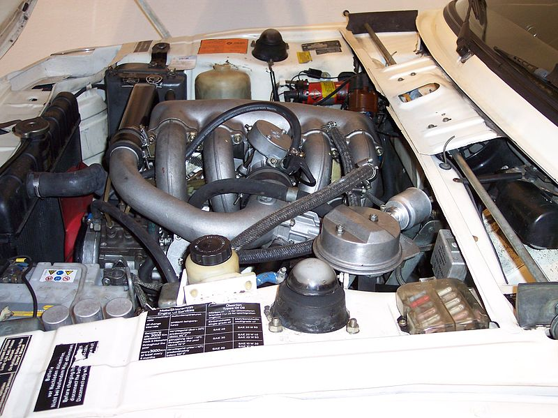 File:BMW 2002 turbo engine2 TCE.jpg