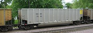 Gondola (rail) - A bathtub gondola passing through Rochelle, Illinois, in 2005