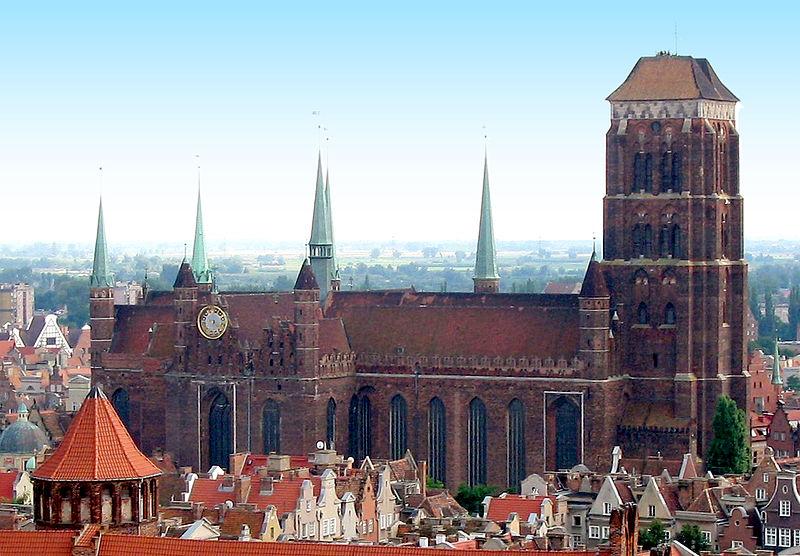 widok bazyliki Mariackiej w Gdańsku