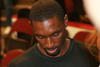 Ben Gordon - Ben Gordon signing autographs before a Chicago Bulls game.