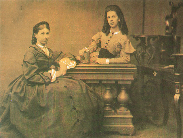 Сёстры С.А.Толстая (слева) и Т.А.Берс (справа), 1860-е гг.