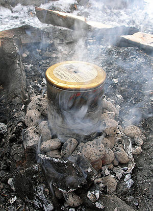 Birch tar - Modern way of producing birch bark tar in a single pot: The birch bark is heated under airtight conditions, the final product consists of tar and the ashes of the bark.