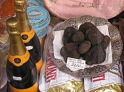 http://upload.wikimedia.org/wikipedia/commons/thumb/2/2b/Black.summer.truffle.arp.jpg/250px-Black.summer.truffle.arp.jpg