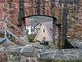 Blick durch die Stadtmauer bei der Burg auf Bad Liebenzell - panoramio.jpg