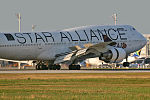 Boeing 747-4D7 Star Alliance (Thai Airways International) HS-TGW (9523592071).jpg