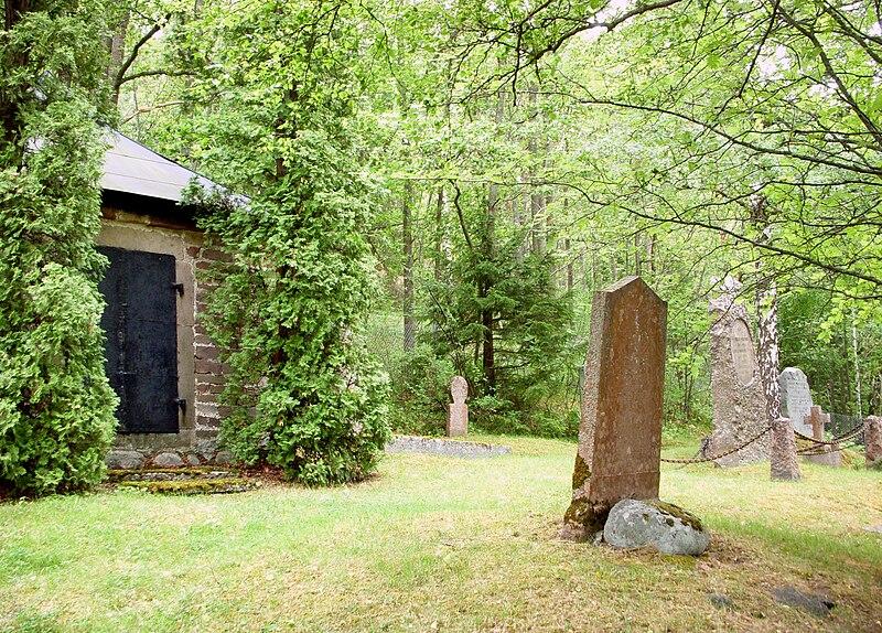 Boo gamla kyrkogård 2011b.jpg