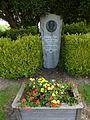 Bournainville-Faverolles (Eure, Fr) monument chanoine A.Porée.JPG