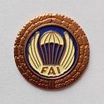 Brązowa Odznaka Skoczka Spadochronowego z Wieńcem.jpg
