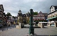 Braunfels - Marktplatz mit Brunnen und Fachwerkhäusern.jpg