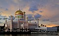 Brunei.Sultan Omar Ali Saifuddin Mosque (18640417629).jpg