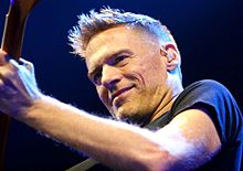 Bryan Adams Hamburg MG 0631 flickr (cropped).jpg
